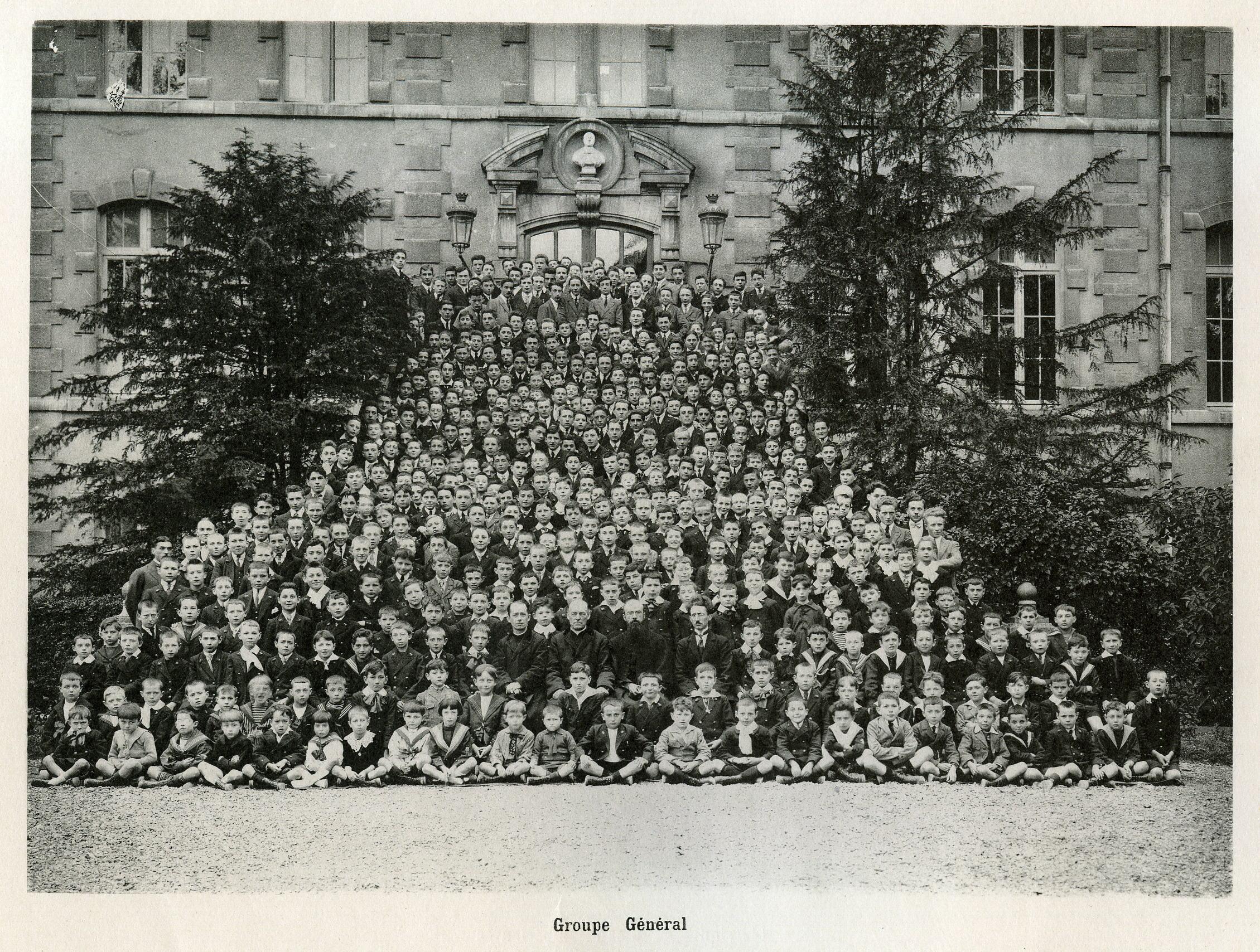 Les élèves et professeurs en 1922